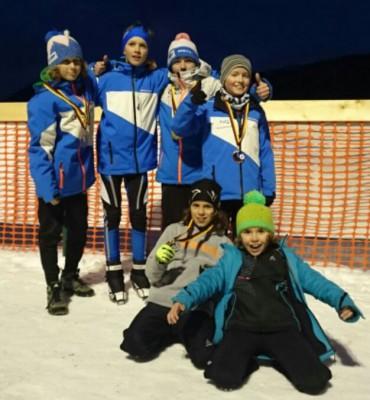 von links: Simon, Philipp, Matthias und Dani , vorne: Elias und Michi